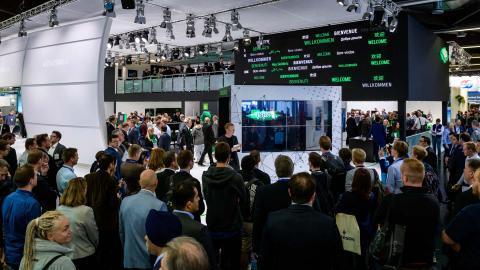 crowd, presentation, bitzer, green world