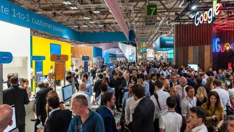 crowd, google, salesforce, aisle